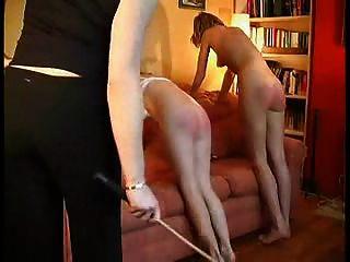 2 Mädchen caned.
