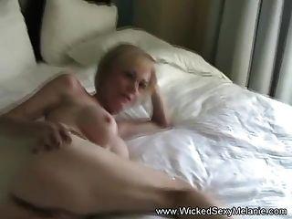 Sperma auf Omas Pussy