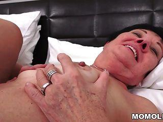 Kinky Oma gefickt nach Massage