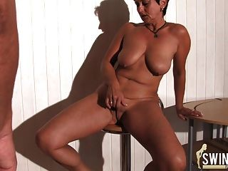 Hausfrauen mit riesigen Titten Teil 1!