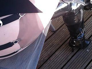 draußen in Fife in meinem Patent Oberschenkel Stiefel und schiere Strumpfhosen.