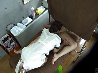 subtitled cfnf enf japanische lesbische Massage Klinik oral