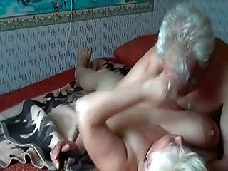 altes Ehepaar, das Spaß hat r20