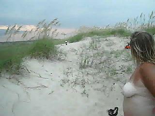 Frau sehen Fischer ihre nackt am Meer Video
