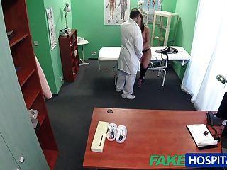 fakehospital Patient will eine sexuelle Bevorzugung