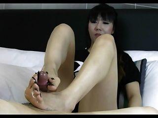 asiatischen langen Zehennagel Fußjob