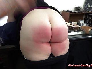 die Spanking-Bestrafung von Kuss