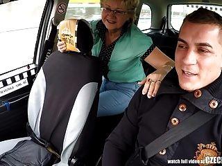 tschechische reife Blondine hungrig nach Taxifahrer Hahn