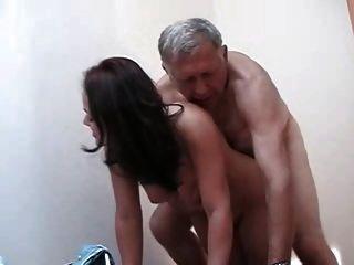 alter und junger alter Kerl fickt einen heißen Jungen