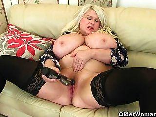 big titted milf sam fickt sich mit einem dildo