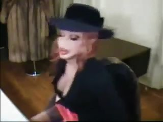 Bimbo Sissy machen das Rauchen