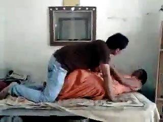 guy ravi lutschte neighvour girl rani voll auf hotcamgirls.in