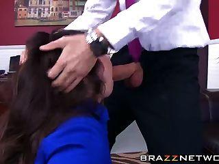 big butty boss lola will gefickt werden wie eine Hure sie ist