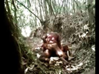 22 1. Mal Dorf Liebhaber heißen Sex im Wald