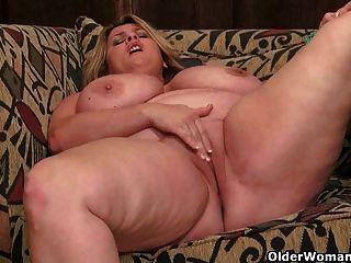 Bbw Milf reibt ihre Klitoris
