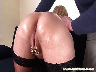 ich bin durchbohrt busty milfwith pussy piercings groben anal sex
