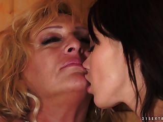 lesbische Momente in der Sauna