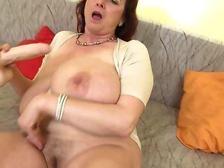 reife Sex-Bombe Mama mit riesigen Titten ssbbw
