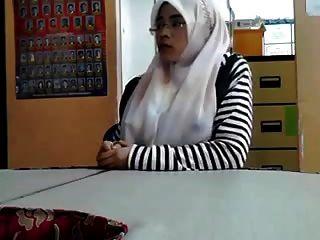 malaysisch cikgu bertudung ramas tetek