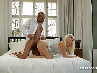 Doppelte Anal-DP mit riesigen Schwänzen für die tschechische Cougar Blanche Bradburry