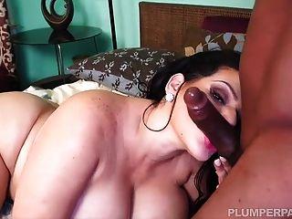 üppig schöne große Latina Angelina Castro
