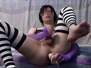 Sissy spielt mit Dildo und Cums