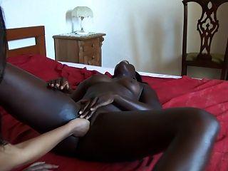 unsere afrikanische Frau mit Frau