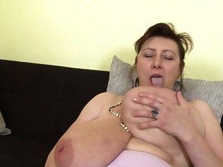 wunderschöne Mutter mit super Titten und hungrige Fotze