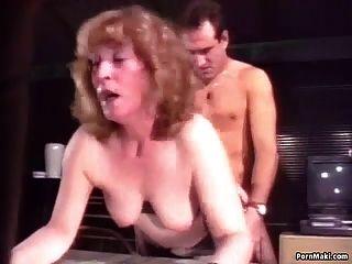 Oma wird hart in den Arsch geschraubt