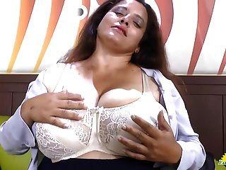 Latinchili Rosaly masturbiert ihre fette Latin Oma Pussy