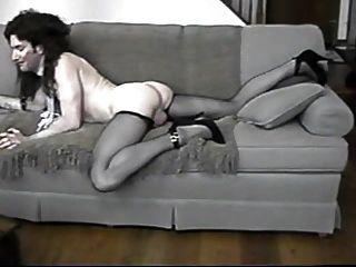 crossdresser ass und Bein zeigen