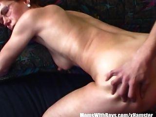 haarige Pussy Redhead Stepmom Teen Couch gefickt