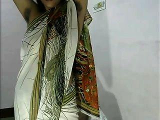 desi bhabhi in saree heiße Kamera zeigen