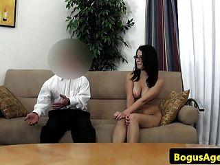 Spex Euro Babe pussydrilliert von Midget Agent