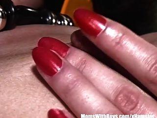 kleine breasted Frau isst Gelees aus Pussy