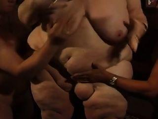 fette deutsche bbw granny molly spielt mit zwei männer