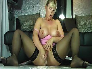 Frau masturbieren und spritzen viel