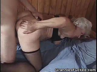 Oma liebt Sperma und Doggy Style Ficken
