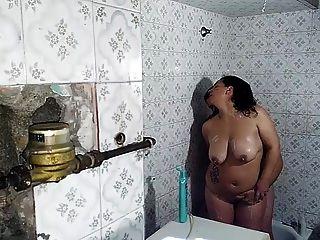 laura und saul en la ducha