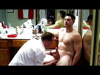 großer Schwanz Muskel Soldat wird gewartet (blowjob jo \u0026 cum)