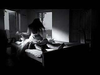 Schauspielerin riya sen heiße Szene in dunkler Schokolade