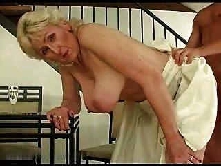 blonde haarige Oma r20