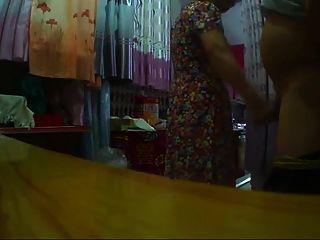 blinkende chinesische Oma horry