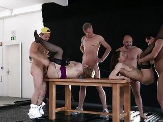 Deutsch Amateur pissen Gangbang