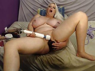 masturbieren und reiten einen riesigen Dildo