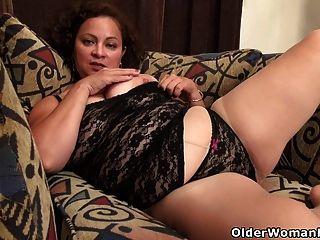 amerikanische milf marie schwarz liebt dildoing ihre nyloned pussy