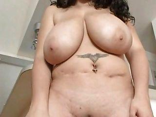 große Titten bbw brunette reiben ihre Klitoris