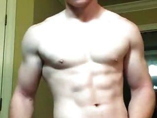 Ingwer Muskeljunge wichst wieder ab und Cums wieder!