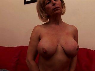 sexy Oma mit durstig nassen Pussy