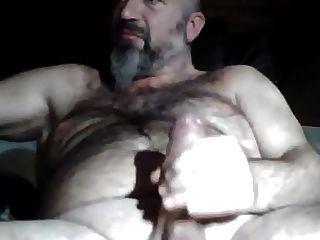nicht Papa bärtiger Bär seinen dicken Schwanz streicheln